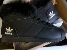 Ladies size 5 boot more like a 4 black
