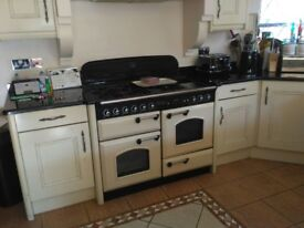 Full working kitchen in Excellentp condition, delivery included