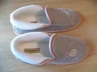 Woman's slippers, Dunlop, size 7, new