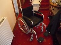 Self propelled foldinding wheelchair