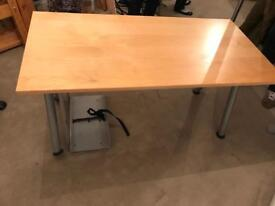 Computer desk, modern and robust construction