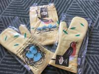 Magpie birdy apron and 2x oven gloves bnwt