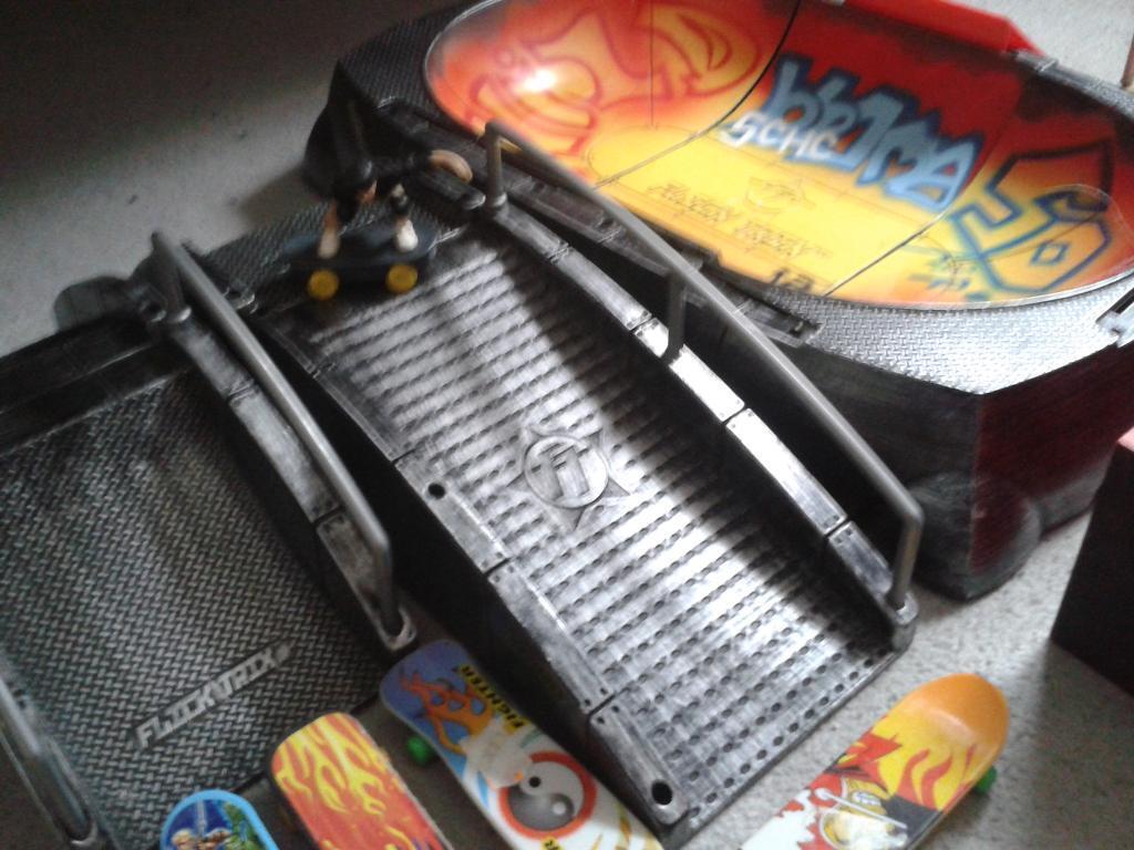 Tech deck/flick trix finger skateboards and Ramps