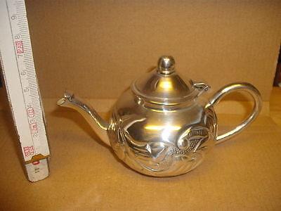 Kleine Teekanne versilbert neu und originalverpackt Modell Victoria