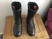+++++++ brand new motorcycle boots never worn ++++++++