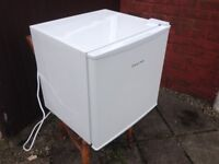 RUSSELL HOBBS TABLE TOP FRIDGE, WITH FREEZER COMPARTMENT, IN VERY GOOD CONDITION (width 47 cm, hei