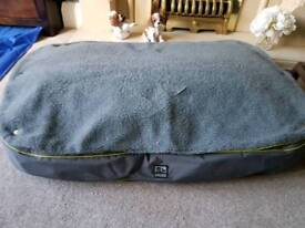 Three peaks Pet bed dog or cat large