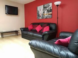 LARGE ROOM TO RENT IN NEWLY REFURBISHED FLAT NEAR CITY CENTRE