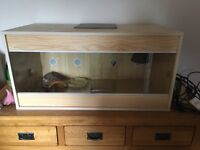 Good condition includes heat lamp, thermometer and wood. 3ft x 1.5ft collection only