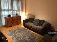 2 bedroom flat in Rozel Court, London, N1 (2 bed) (#1081931)