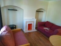 2 Bedroom House close to Grove Park Train Station