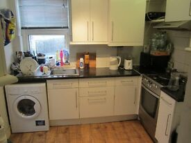 Salford, Langworthy: East facing double room, Virgin wifi, 100 metres from trams. £320 inclusive.