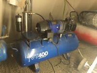 Hydrovane compressor with bult in dryer