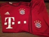 Bayern Munich football kit age 7 - 8