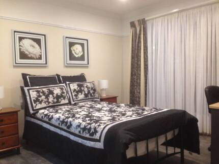 Main Bedroom & Ensuite to Rent - 44 The Embankment fm $190/Wk