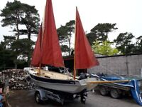 Drascombe/Devon Lugger - 18ft motor/sail; safe family day boat; inc trailer & outboard. Immaculate!