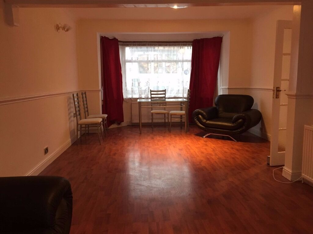 3 BED HOUSE AVAILABLE TO RENT IN NEWBURY PARK £1650PCM!! DRIVEWAY AND GARAGE