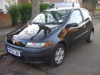FIAT PUNTO IDEAL FIRST CAR 2 DOOR HATCHBACK BLACK. MOT TILL NOVEMBER 2017. LOW MILEAGE.