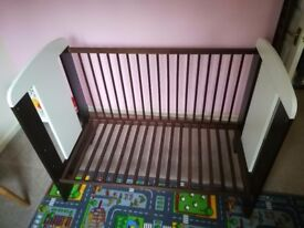 Used cot bed in beautiful condition