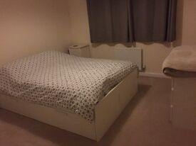 Large Double Room with stunning ensuite bathroom in new build home