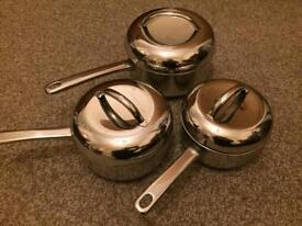 Set of 3 saucepans with lids