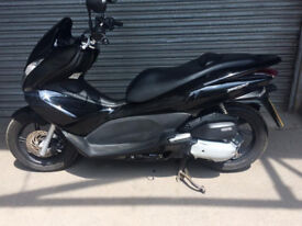Honda PCX 125cc stop start economical,great scooter only 22k