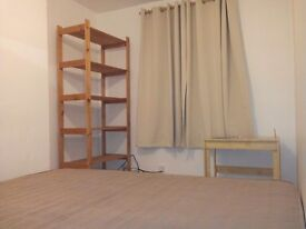 Central Guildford double room available immediately in professional house