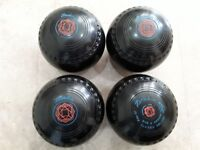 Set of 4 Henselite Classic Deluxe lawn bowls, medium bias size 4