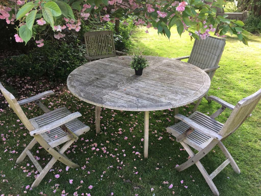 Round Outdoor Table Gumtree