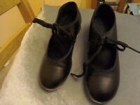 Girls tap shoes size 12, excellent condition, no scuffs