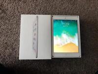 iPad mini 2 silver 32gb in great condition