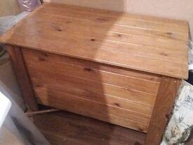 Solid wood storage trunk