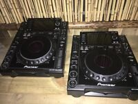 2x CDJ2000's and 2x flight cases