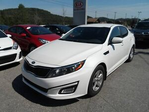 OPTIMA 29000 KM 2014 LX BLANCHE WOW EXTRA CLEAN 14900$$