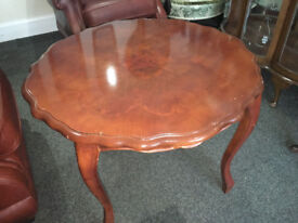 Pretty Vintage Mahogany Veneer Pie Crust Edge Inlaid Pattern Coffee/Side Table
