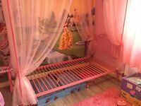 Pink 4-poster single bed with net