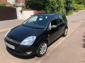 Black Ford Fiesta 2003