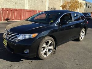 2009 Toyota Venza Automatic, Leather, Panoramic Sunroof, AWD
