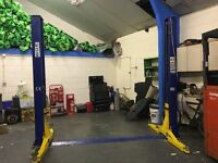 FOR SALE 2 POST CAR/ VEHICLE RAMP *4 TON* EXCELLENT CONDITION