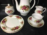 Beautiful Big tea set like new (80+ pieces)