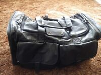 LARGE HIGH-QUALITY LEATHER TRAVEL HOLDALL