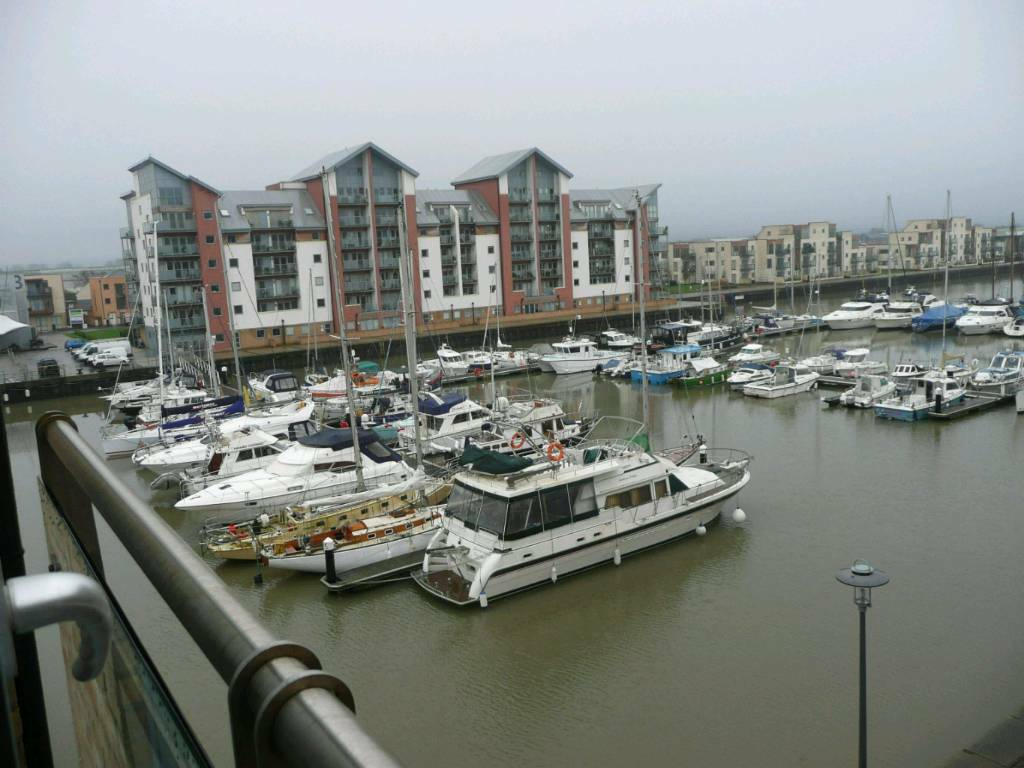 Flat with dual aspect views of Portishead Marina to let ...