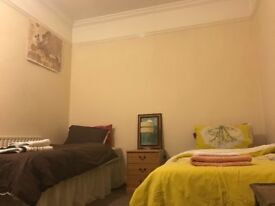 student rooms, large twin room, clean quite room with private bathroom, double room, family house