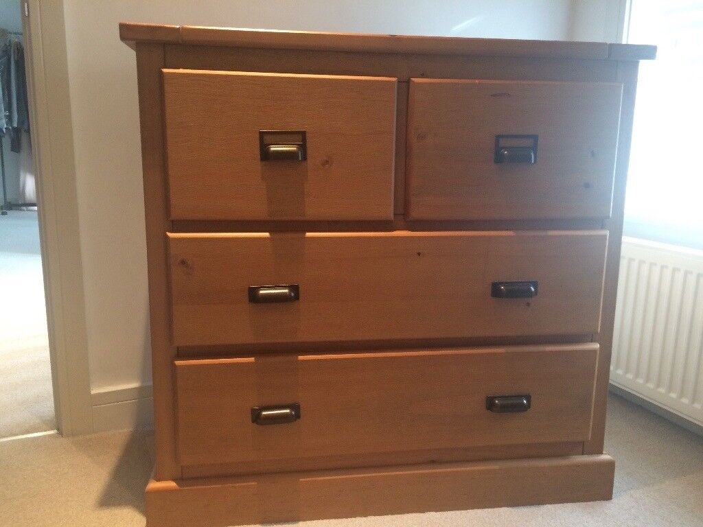 Oak Chest of Drawers, Like New. 95cm Wide, 90cm High, 45cm Deep