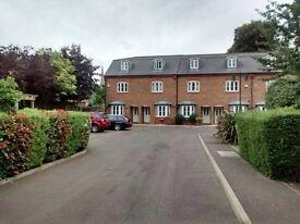 Lovely single room in friendly house share in Brentford!