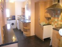 5 Bed House In Raynes Park Great for Sharers