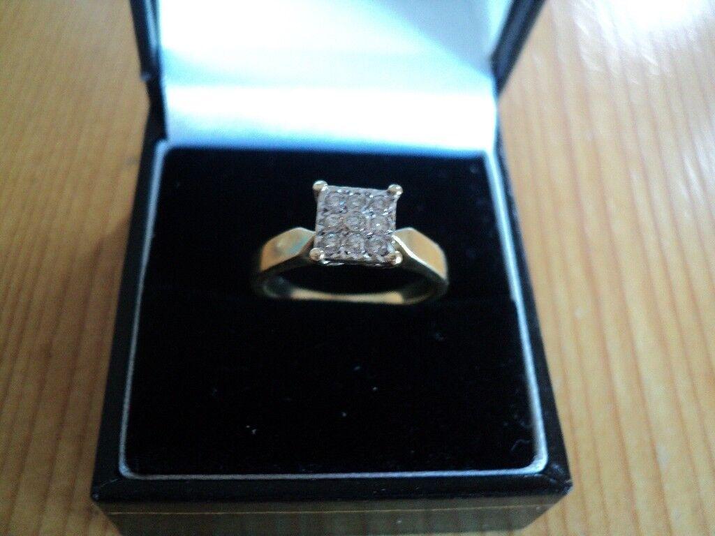 Beautiful clear diamonds in this 9ct gold diamond