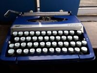 Portable Smith Corona CALYPSO Type writer in Blue Carry Case