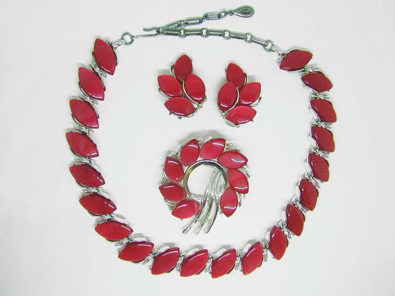 Lisner Vintage Red Moonglow Thermoset Plastic Necklace, Pin & Earrings Set