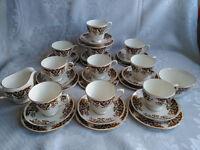 32 Piece Colclough Imari China Teaset 10 Trios Sugar Bowl Milk Jug Teacups Saucers Teaplates Perfect